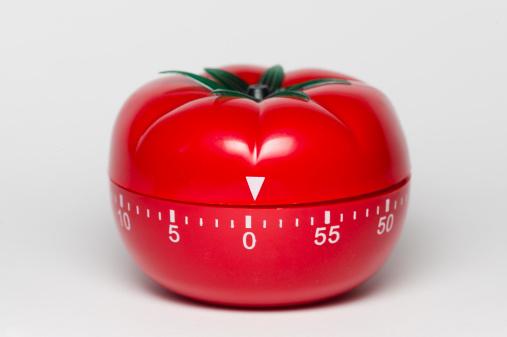 tomaatinmuotoinen ajastinkello